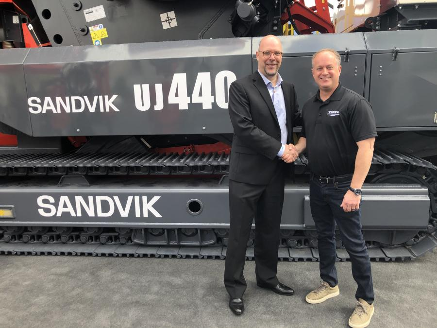 Jan Schroeder (L), Sandvik territory manager Americas of Sandvik Mining and Rock Technology, Mobile Crushers and Screens; David Hill, president of Volvo Construction Equipment Services.
