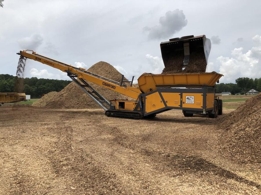 Kirk Strickland has been  very happy with the new  business relationship he has made in 2020 with Sand Science and his contact there, Eoin Kenny, from whom he purchased his Barford BF7048M tracked bin feeder.