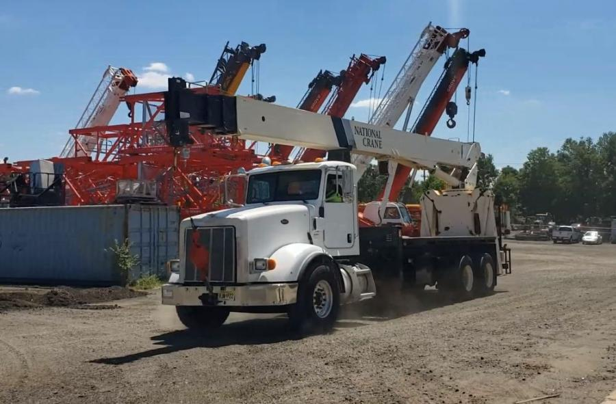 The National 9125A mounted on a Peterbilt 367 provides 26 ton capacity and 125 ft. boom.