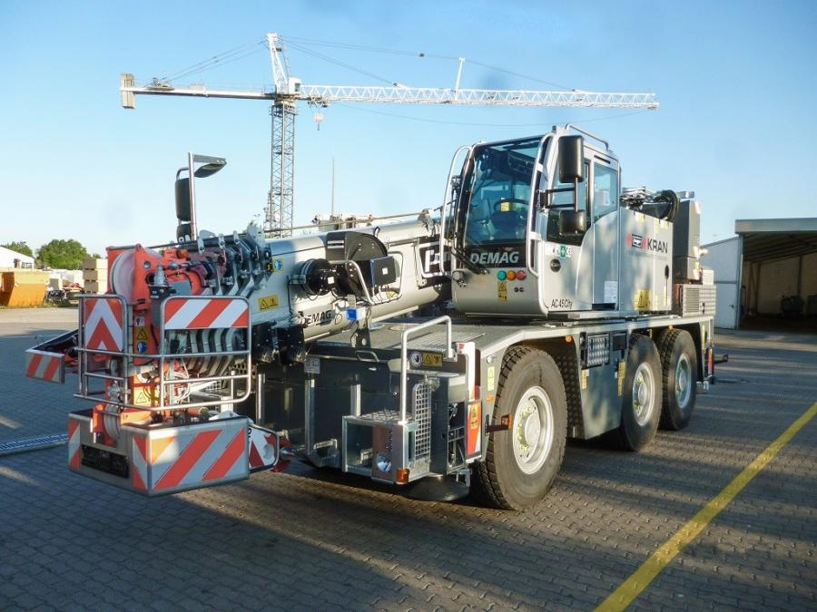 The AC 45 City has a compact design in combination with a fully hydraulic main boom and a short boom base section.