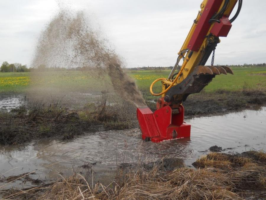 Great Lakes Dredge & Dock Company's Rivers and Lakes Division used the Ditch Doctor from Ransome Attachments to maintain sediment-filled ditches and pockets of connecting standing water on a large dredging project in Argenta, Ill.