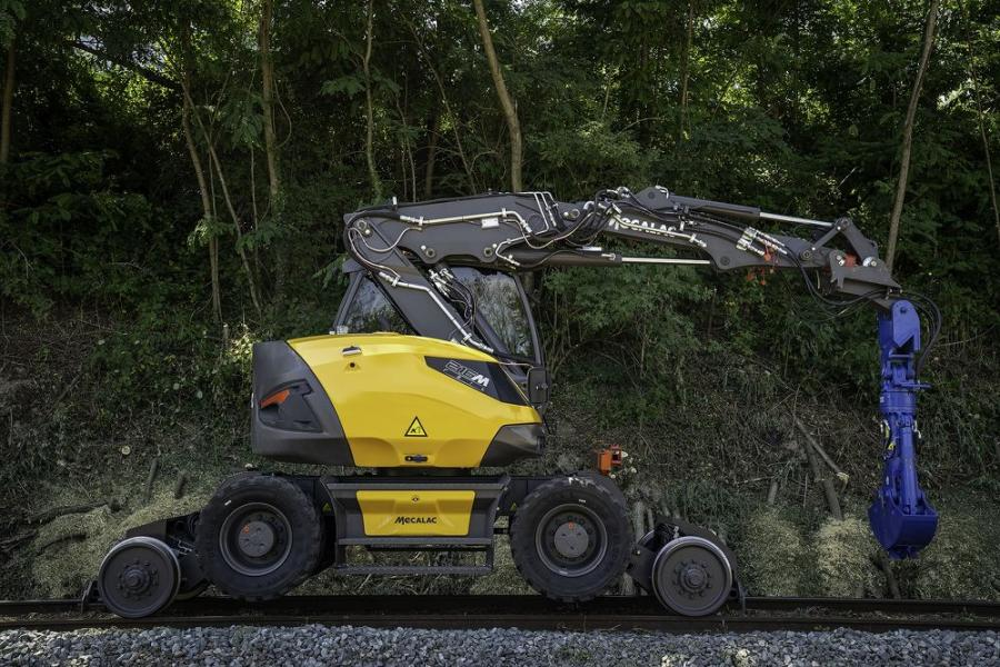 The 216MRail excavator features a boom optimized for lifting applications and is perfectly balanced for optimal railway performance due to a design that combines a lowered center of gravity and a centered upper carriage.