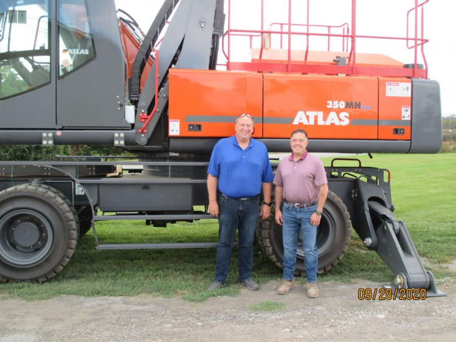 Jim Gill (L) and Peter Menner with an Atlas model 350MH material handler.