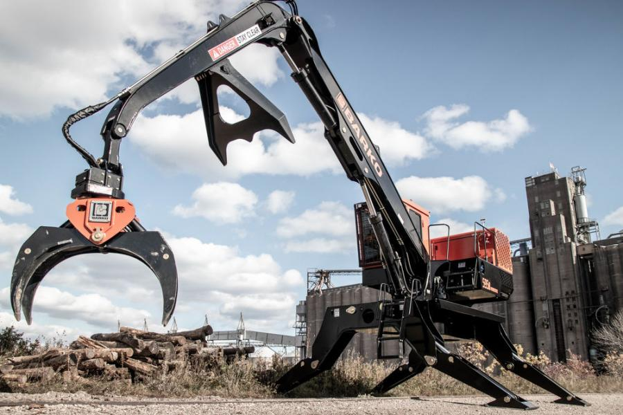 The 595B model is Barko's largest and strongest merchandising loader that delivers 55,000 ft-lb of swing torque and can be configured with an optional straight or live heel boom for a maximum reach of 36 ft.