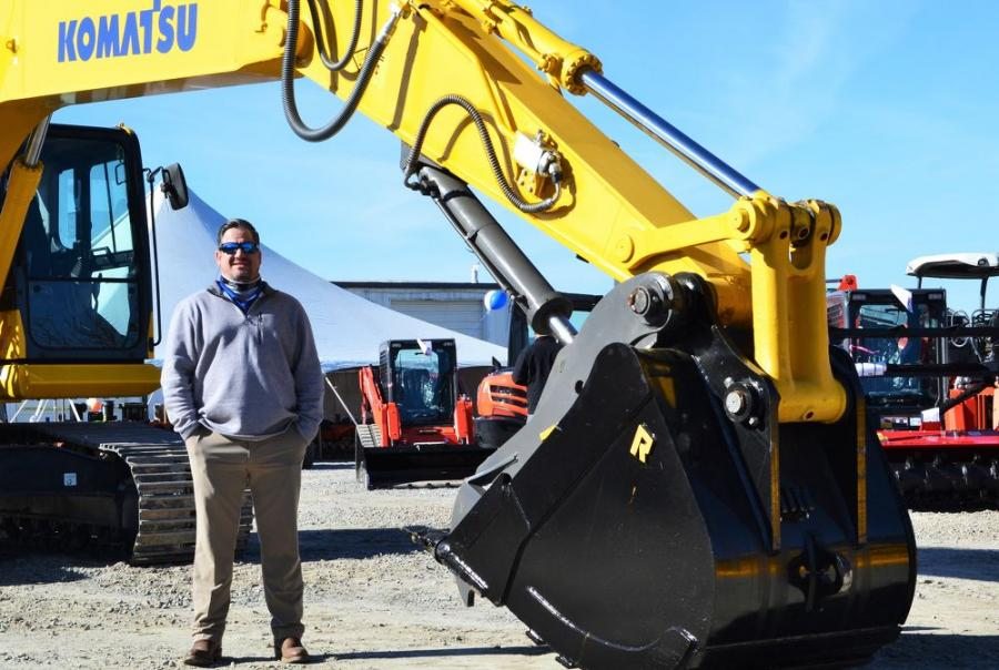 Rockland's Jim Nucci had a great combination of Komatsu excavator and Rockland bucket for his company's display of products.