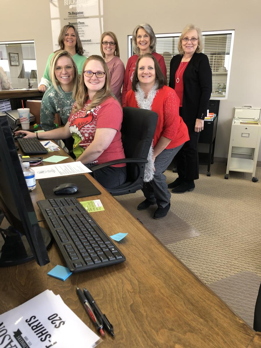 The Ritchason Auctioneers staff keeps the operation moving along. (L-R, back row): Stacy Shaw, Marla Hamm, Vicki Bradshaw and Susan Donghia. (L-R, front row): Celeste Ritchason, Kayla Ring and Beth Williams.
