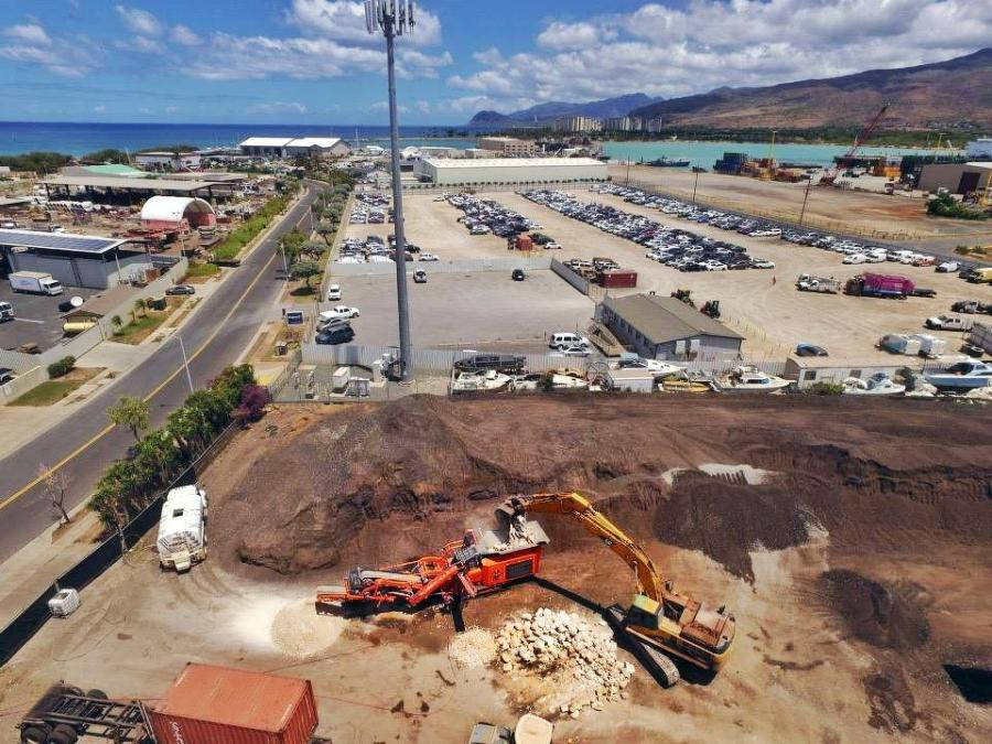 Crushing coral with the Rockster R700S impactor on a 3-acre processing yard from Alakona Corp in Honolulu. with the Pacific Ocean in the background. Final fractions 1 ½-3 in. and 1 ½  in. minus.