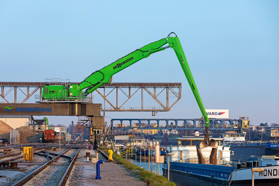 The 95 ft. reach with a special port boom and stick combination allows even more lifting capacity.