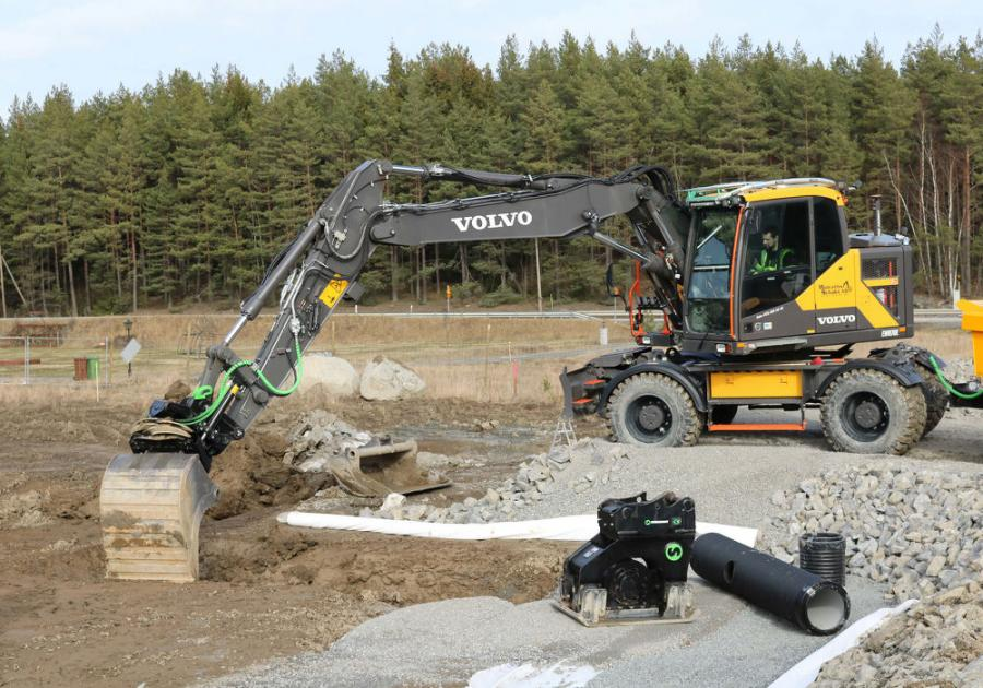 As the demand for fully automatic quick couplers on excavators continues to grow rapidly, Volvo CE is now expanding the offering with Steelwrist SQ Auto Connect quick couplers directly from factory for both crawler and wheeled excavators between 13 and 35 tons.