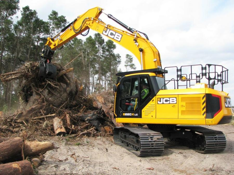 The JCB 220X LC excavator equipped with a Pemberton rotating grapple works extremely well for loading the grinder.