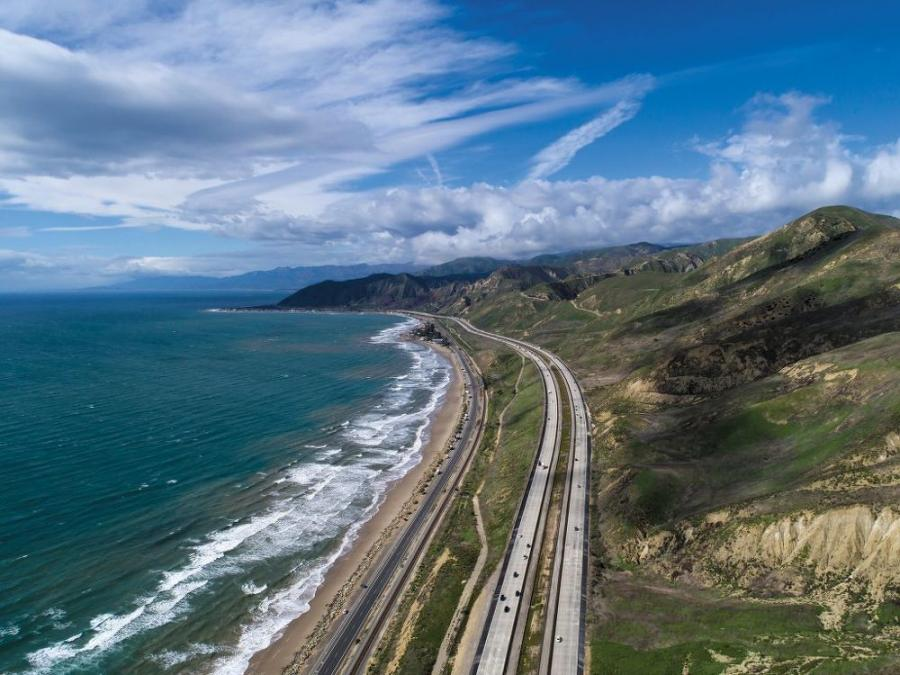OHL USA crews are performing upgrades to U.S. 101 Ventura Freeway, which ranges from four to five lanes in each direction, located in the city of Calabasas (Los Angeles County).