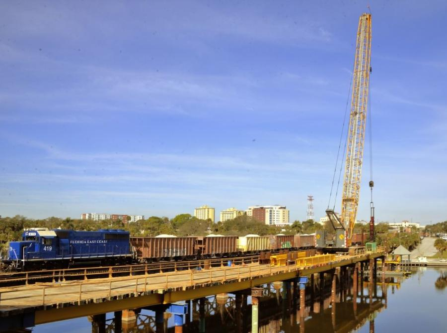 Johnson Bros. Crane works on temporary construction to remove and replace the railway bridge over Crane Creek in Melbourne, Fla.  (Julian Leek photo)