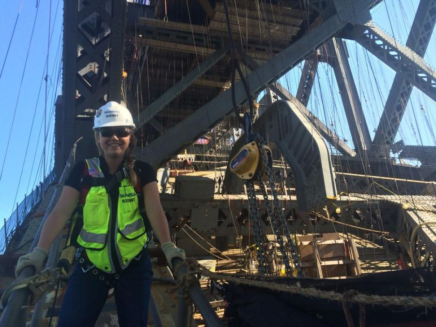 在加州待了五年之后,Skanska给了Kaisha Plambeck一个回到德克萨斯州的机会,但这次是在建筑方面,作为一名高级项目工程师。