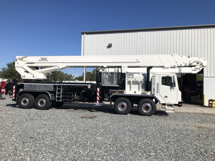 The insulated SI197HDT is mounted on a TOR chassis, offers 197 ft. of vertical reach and enables live-line work on energized powerlines up to 765 kV.