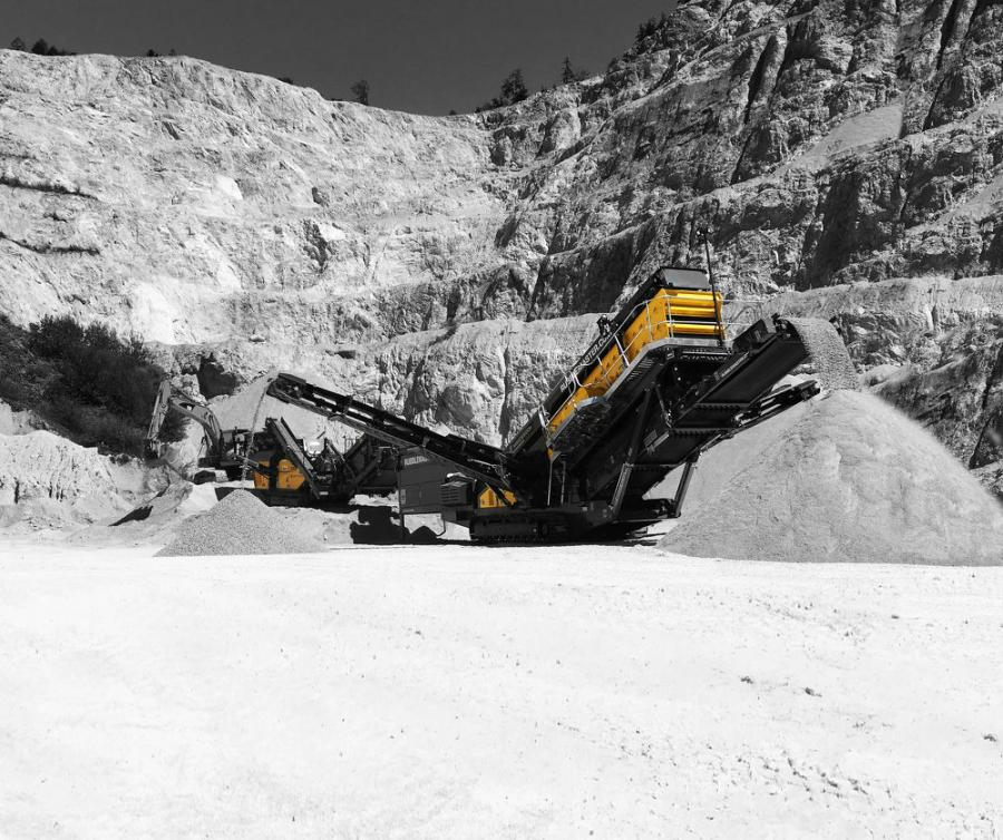 Rubble Master RM 120X mobile impact crusher and RM MSC8500M mobile incline screen processing limestone.
