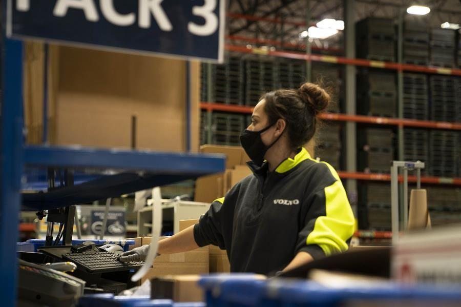 The project, in conjunction with Volvo Group Service Market Logistics, increases floor space by 125 percent and brings parts closer to construction equipment customers with faster delivery times and reduced shipping costs.