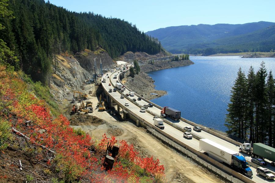 KLB建设和华盛顿运输部进入了I-90斯诺夸梅梅通过东项目的下一阶段。