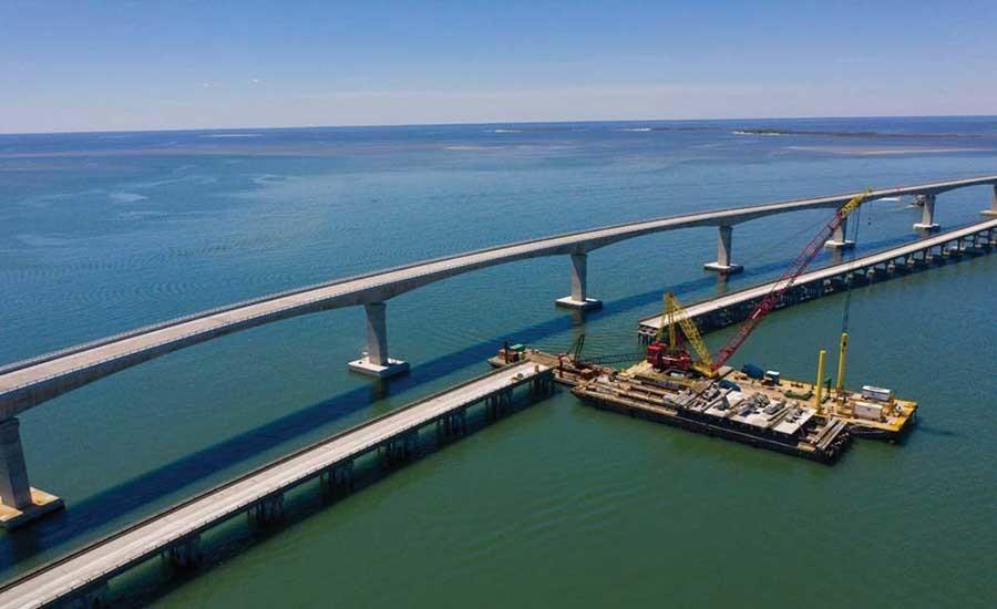 55岁的2.7英里长长的邦纳桥是当地人和度假者众所周知的,他用它来前往南方外部银行,包括哈特拉斯,包括野田,曼德奥和大陆。(PCL建筑照片)