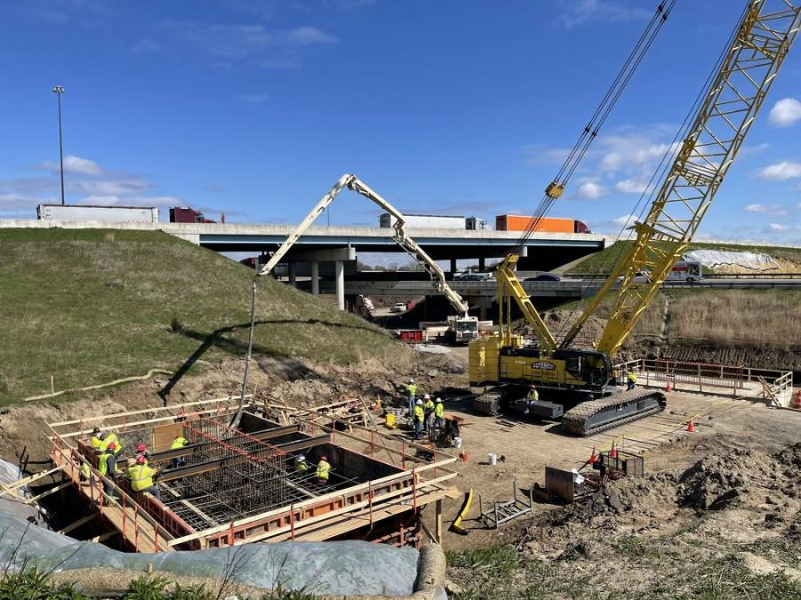 Indy北部的北方分裂于5月15日关闭,允许船员继续努力重建3.29亿美元的项目,以重建桥梁和道路,这些桥梁是国家第二繁忙的交汇处的一部分。(印第安纳州交通系统)