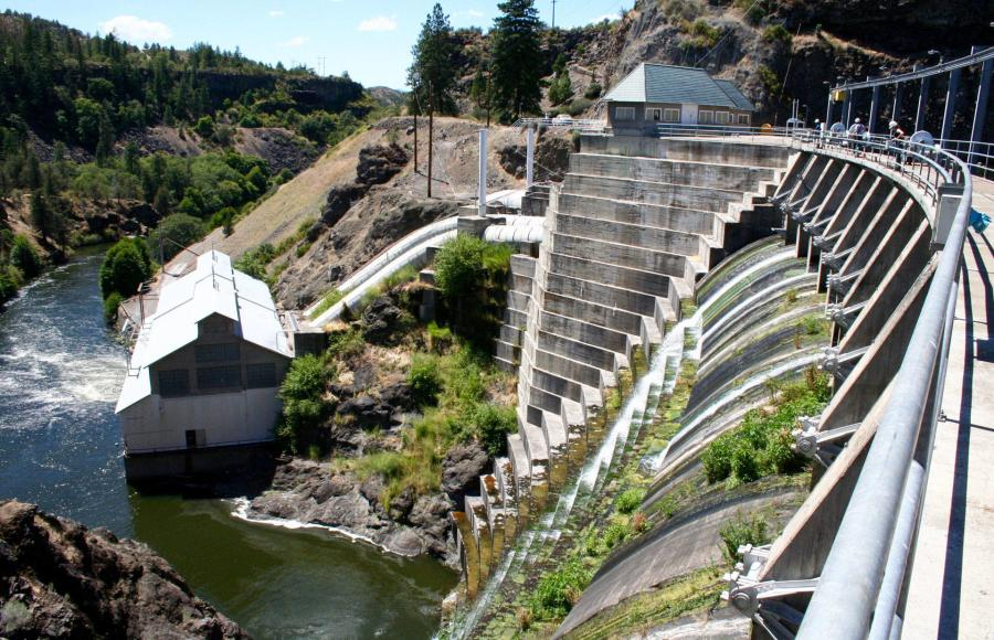 The ruling will allow the utility that runs the dams, PacifiCorp, to transfer its hydroelectric license jointly to the nonprofit Klamath River Renewal Corporation, Oregon and California.
