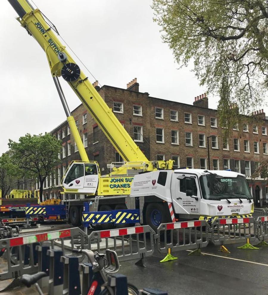 John Sutch Cranes' new Grove GMK5200-1 all-terrain crane on its first job at Great Ormond Street Hospital in London.