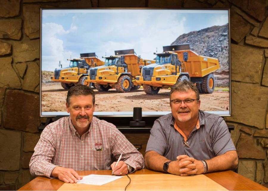 Robert Taylor (L), president and COO of the Taylor Group Inc., and Neville Paynter, vice president of Bell Trucks of America Inc.