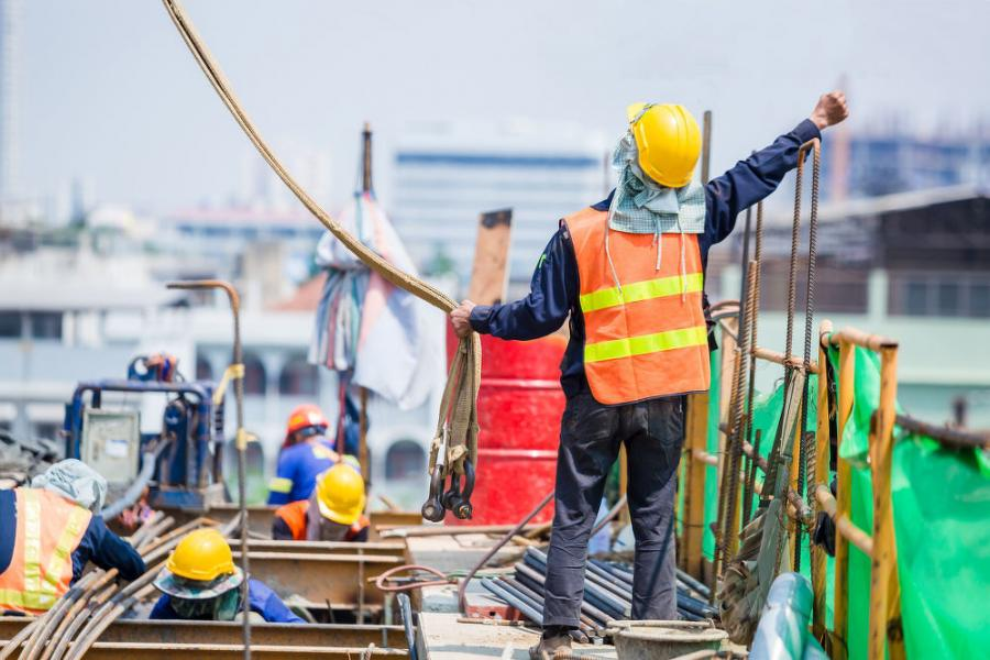 OSHA expects a signaler to know and understand each type of signal used at a job site.