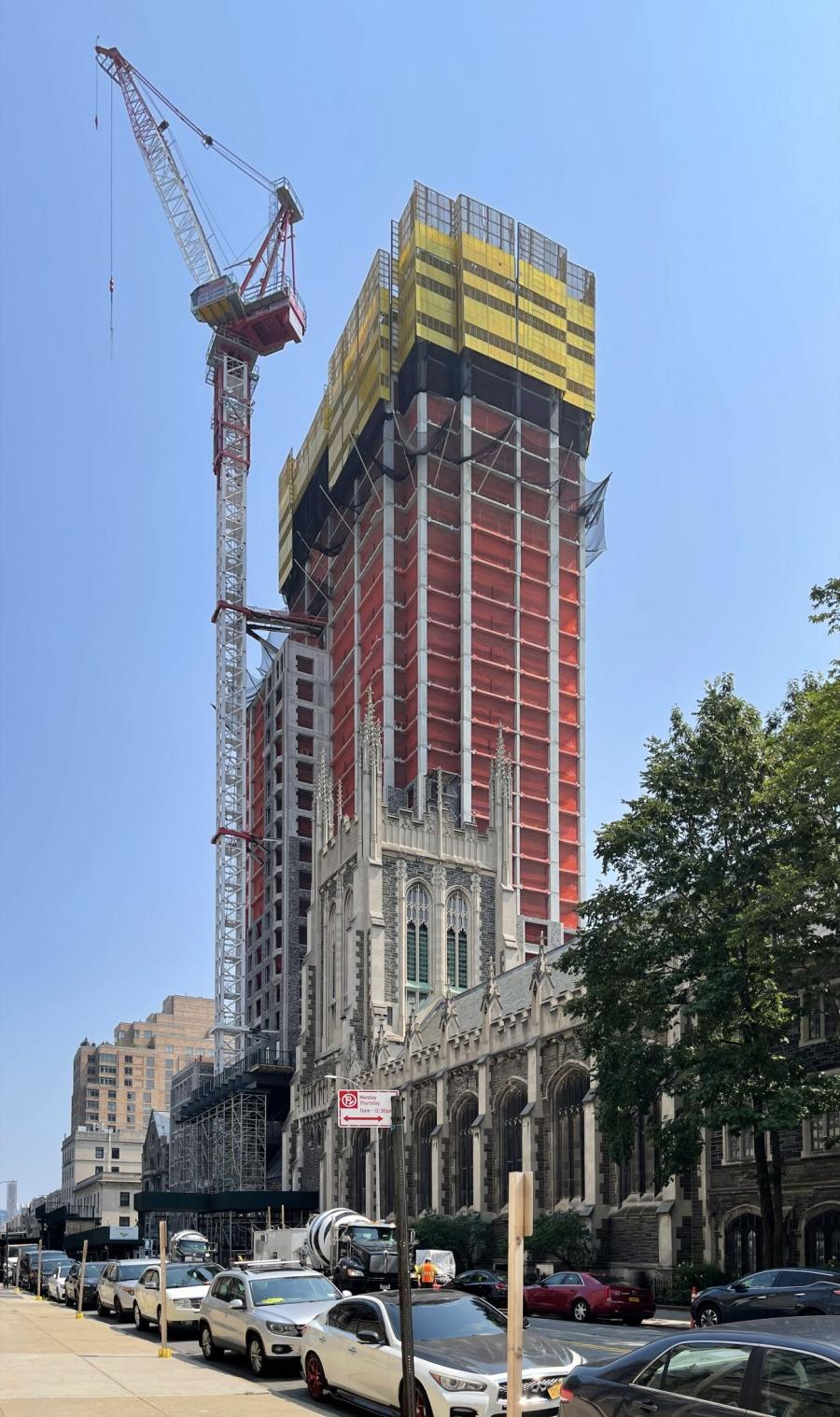 Construction has passed the halfway mark on 3041 Broadway. (YIMBY/Michael Young photo)