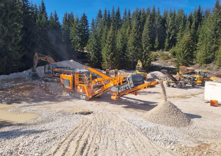 Crushing limestone with the Rockster R900 impact crusher from 0-500 mm feeding size to 0-32 mm final end-product.