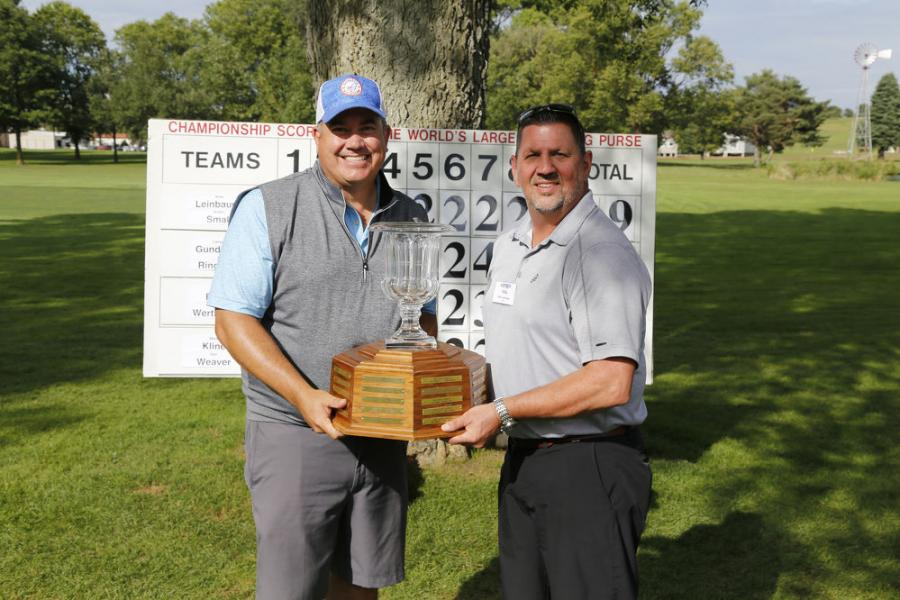 Putting Champions from the 2021 GOMACO Invitational were Andru Small (L) of Terry Equipment and Mike Leinbaugh of GOMACO.