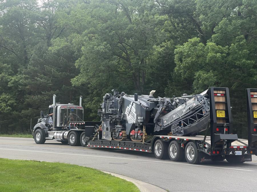 Global Asphalt Solutions decided on the XL 110 Low-Profile HDG with full-width neck and hydraulic ramps.