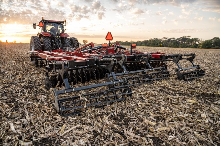 The Case IH VT-Flex 435 vertical tillage tool is equipped with gang angles that are mechanically or hydraulically adjustable from zero to 12 degrees to meet the soil management needs of any field.